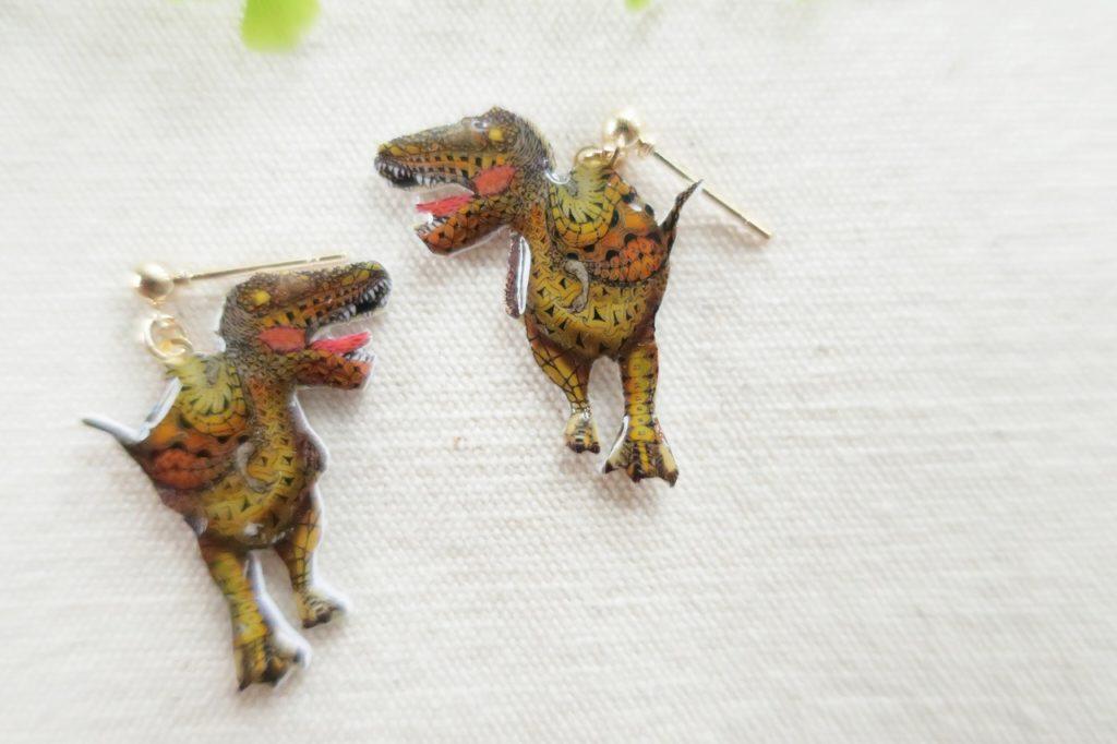 恐竜ピアス ティラノサウルス