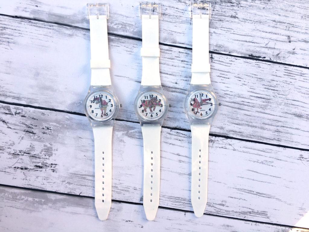 ピンク恐竜腕時計