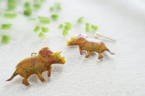 恐竜ピアス トリケラトプス
