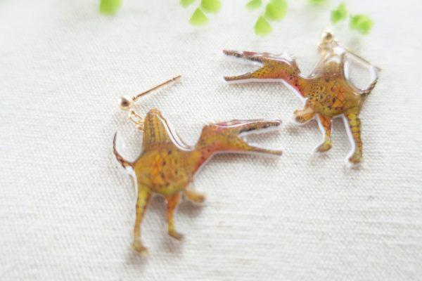 恐竜ピアス スピノサウルス