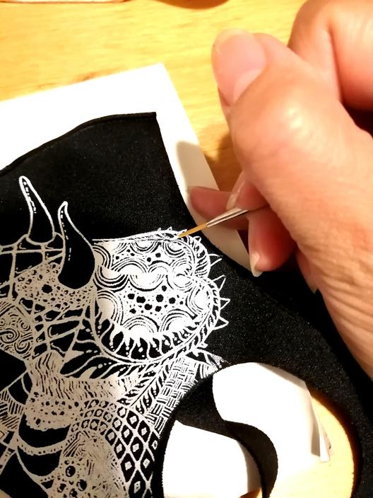 手描き恐竜マスク